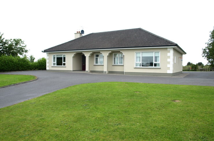 Curries, Ballyhaunis, Co Mayo. F35 X458 -4 Bed Spacious Bungalow on Elevated Site