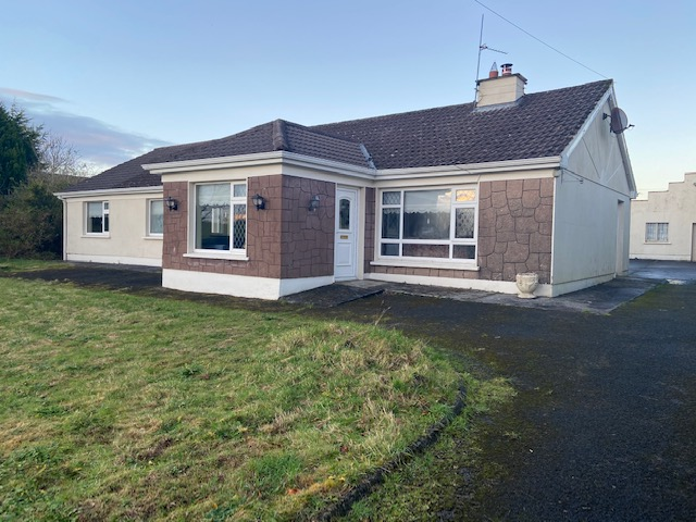 Moorfield, Farm, Williamstown, Co Galway F45 R798 -4 Bed Spacious Bungalow on 0.42 Acre Site.