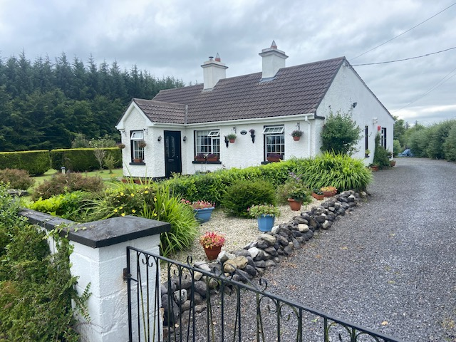 Meadow View,Knickanes,Williamstown,Co Galway.F45RD36-3 Bed Cottage on C 1 Acre of Landscaped Gardens