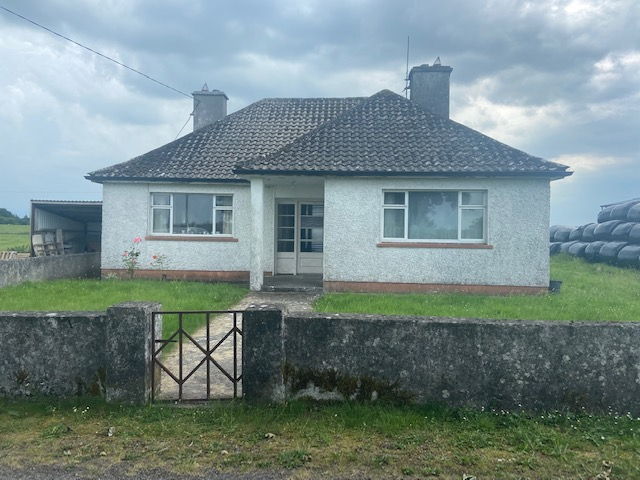 Timiduane, Clonberne, Co Galway – 3 Bed Traditional Bungalow with option to purchase C.24 acres of Lands & Slatted Shed